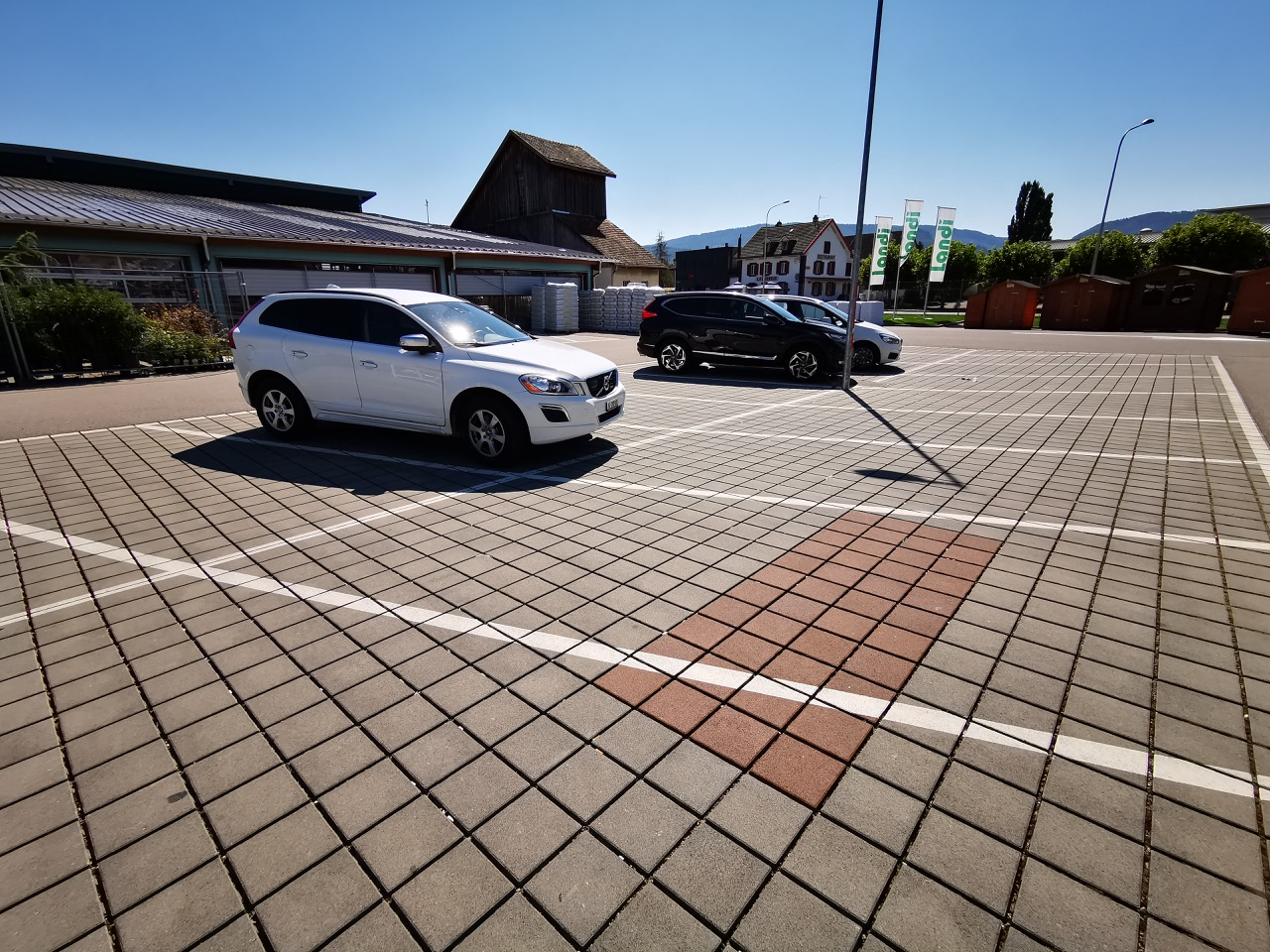 Landi Parkplatz mit rot markiertem Schacht